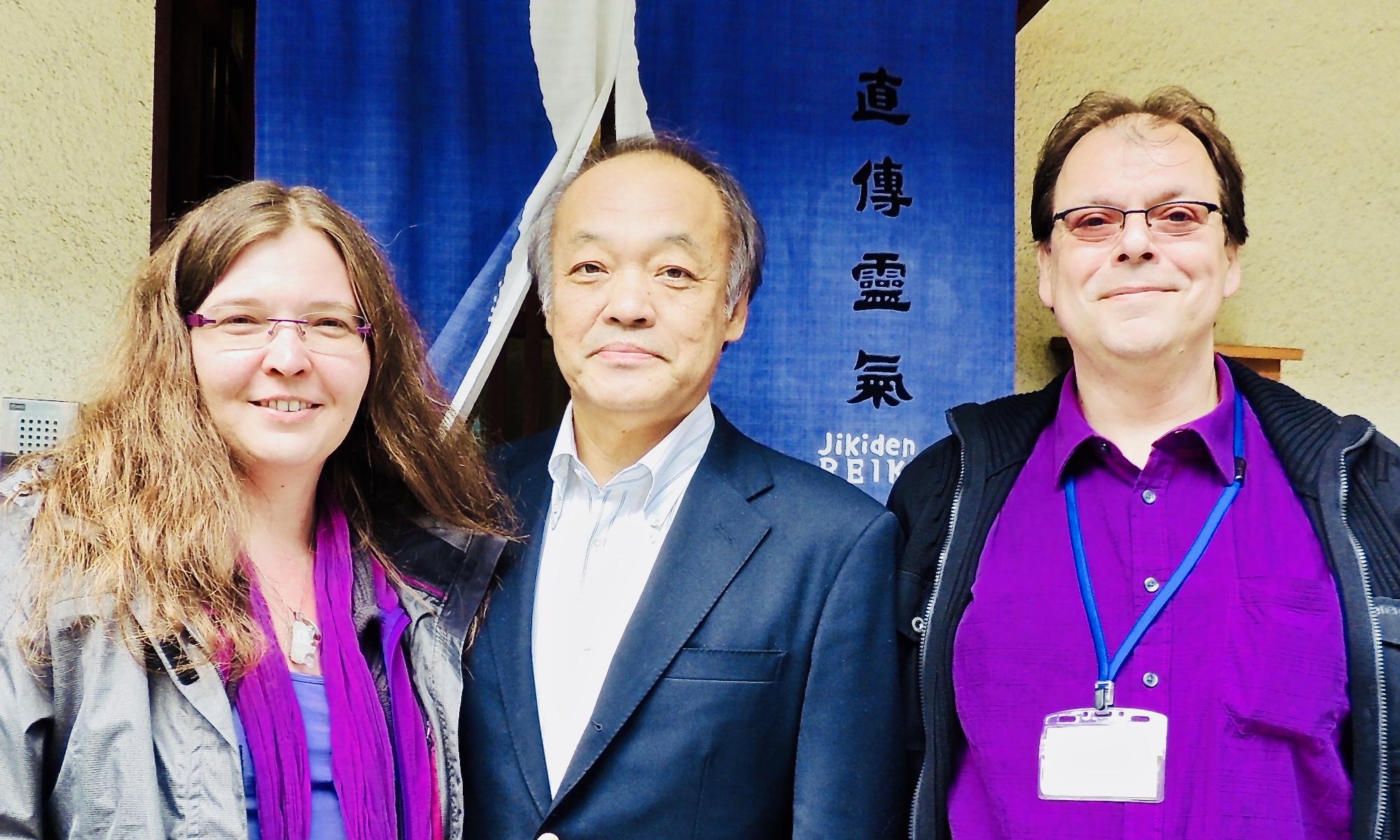 Vor dem Jikiden Reiki Institut in Kyoto: Verena Kautz (Shihan), Tadao Yamaguchi (Begründer Jikiden Reiki), Andreas Wippel (Shihan)